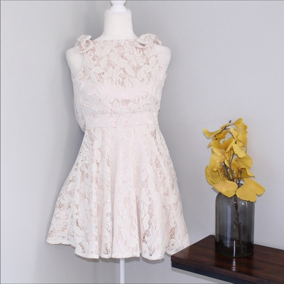 City Triangles Dresses & Skirts - City Triangles A Line Cream Lace Dress w Bows Sz 1